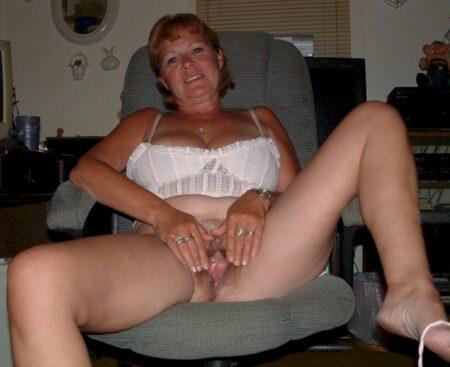 Femme infidèle sexy soumise pour gars qui aime soumettre