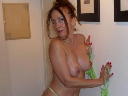 Femme infidèle soumise pour coquin séduisant de temps à autre disponible