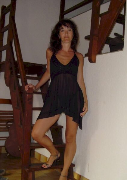 Femme mature coquine autoritaire pour libertin qui aime la soumission