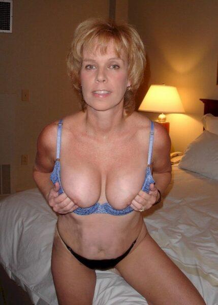 Femme mature coquine soumise pour amant qui apprécie la domination